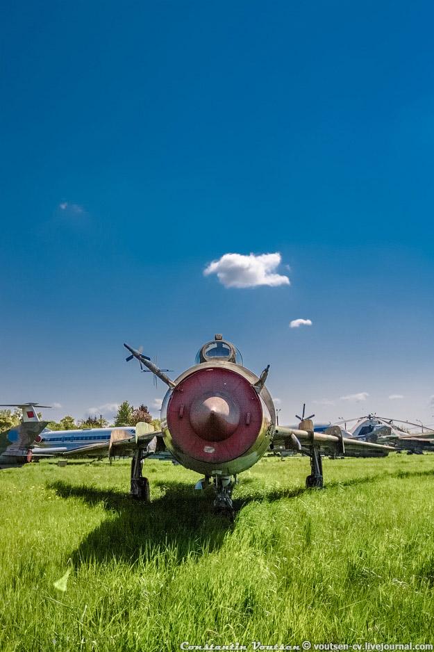 Сверхзвуковой истребитель-бомбардировщик Су-17