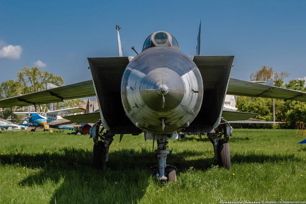 "Разведчик-Бомбардировщик МиГ-25РБ (""02Б"")"