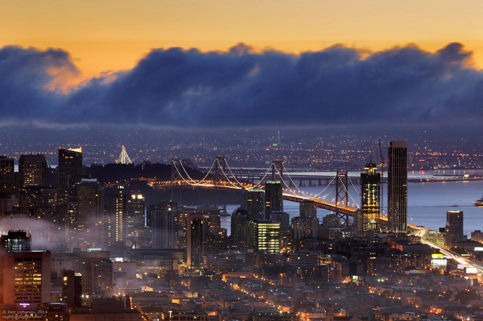 Бэй Бридж — висячий мост через залив Сан-Франциско в штате Калифорния между городами Сан-Франциско и Оклендом