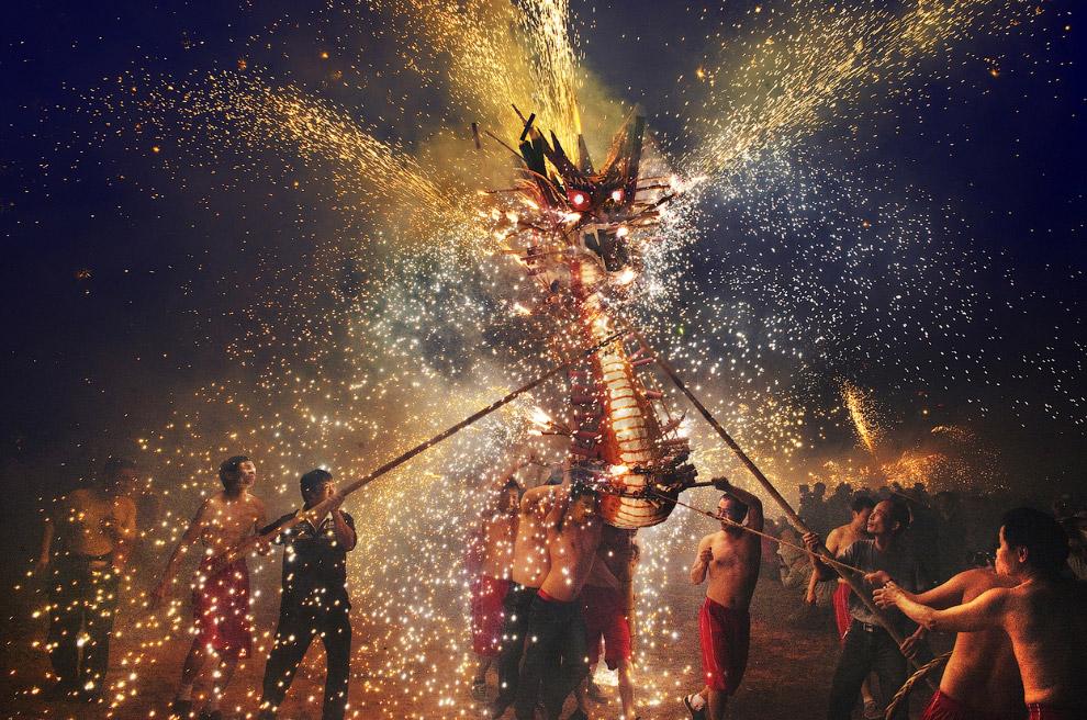 Фестиваль Огненных Драконов в Макао