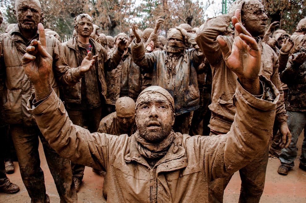 Траурная церемония Ашера на улицах иранского города Биджар. В этот день шииты чествуют имама Хусейна, который пал мученической смертью в 680 году