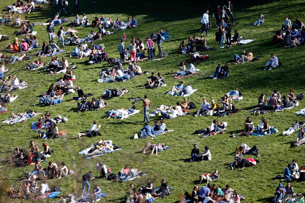 Парк Бют-Шомон — один из крупнейших общественных парков в Париже