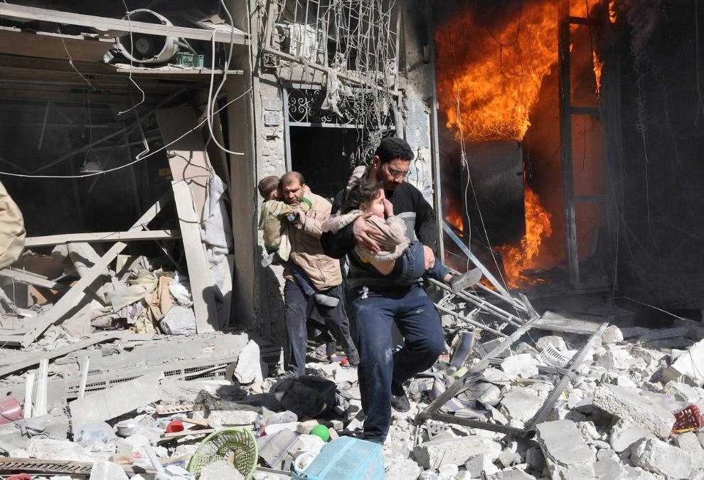 После взрыва в здании. Алеппо