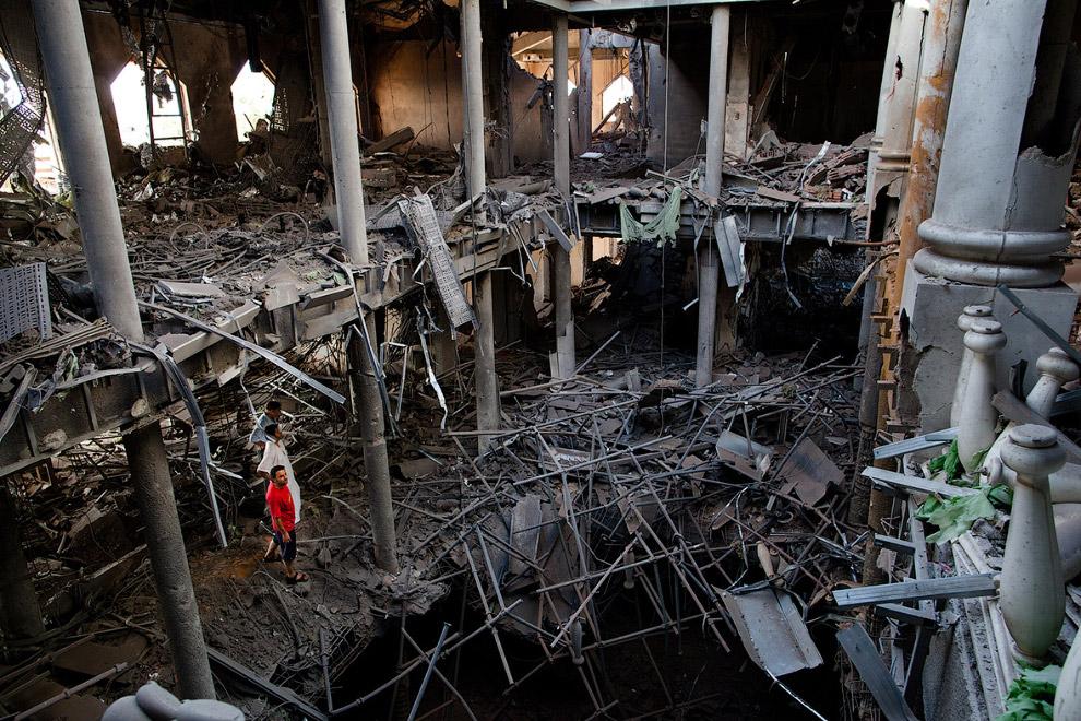 Здание после авиаудара НАТО в Триполи, Ливия