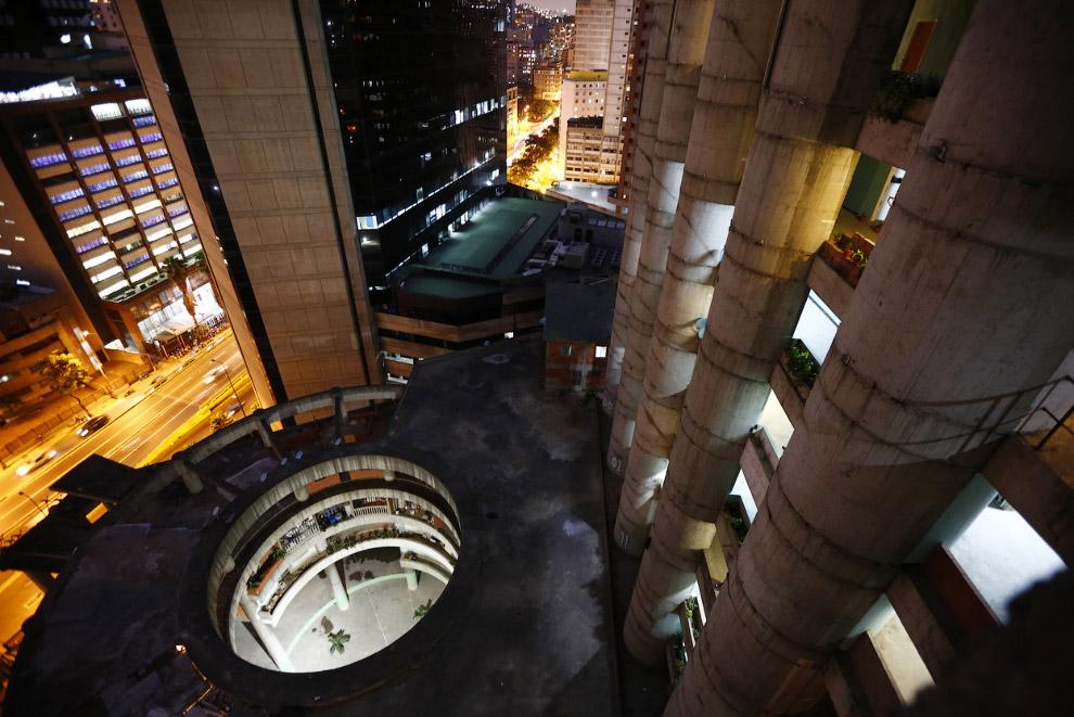 Вид на вестибюль Башни с высоты