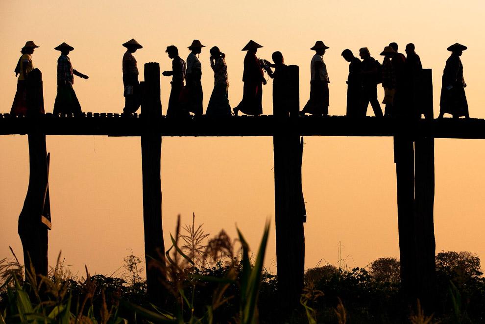 Мост из тростникового дерева к югу от Мандалая, Мьянма