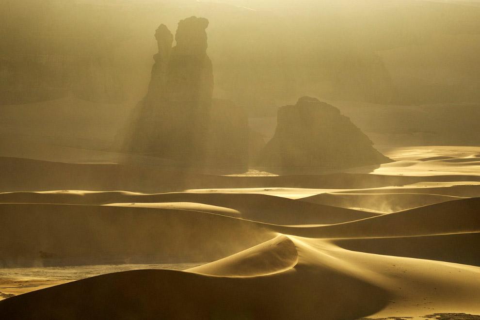 Песчаная буря в пустыне Сахара