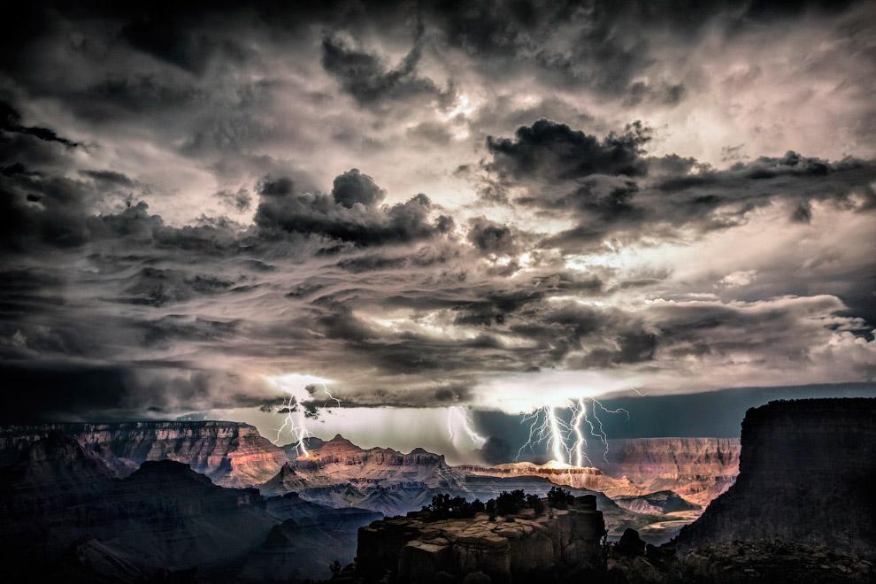 Молнии в Большом каньоне