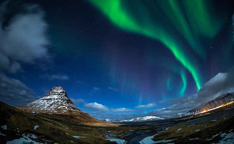 Гора Kirkjufell и северное сияние, Исландия