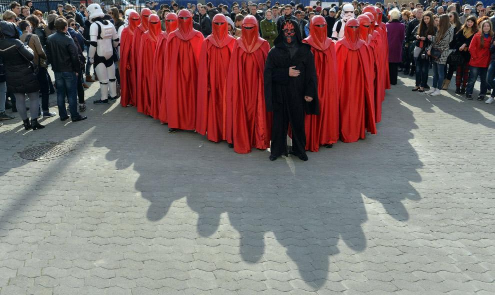 В центре — тёмный владыка ситхов Дарт Мол