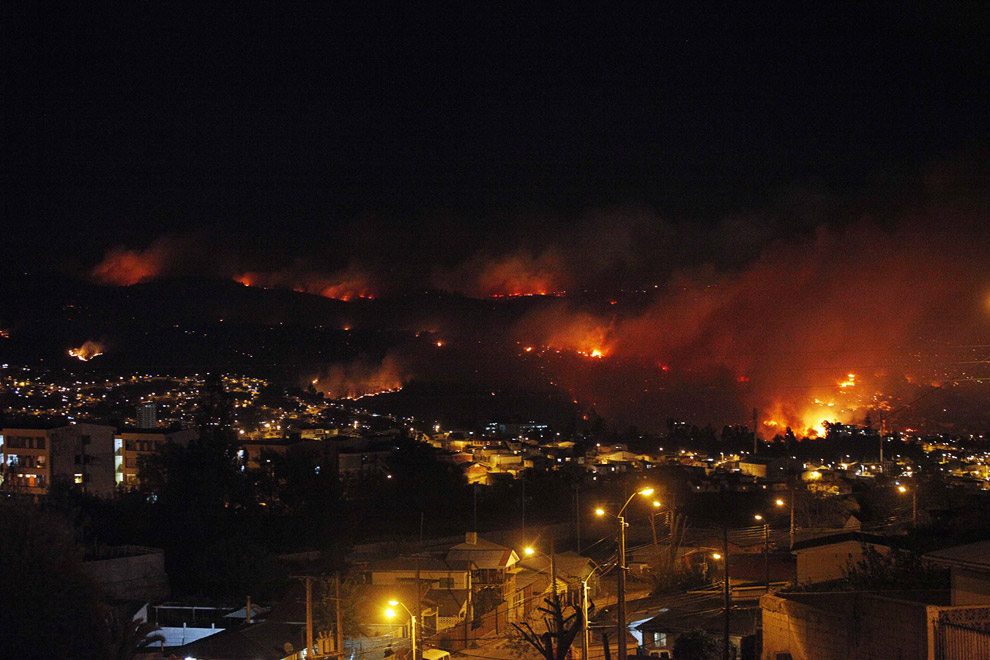 Панорама горящего города Вальпараисо