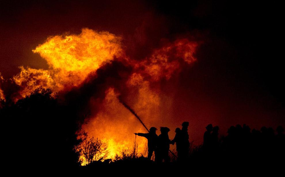 Пожарные за работой