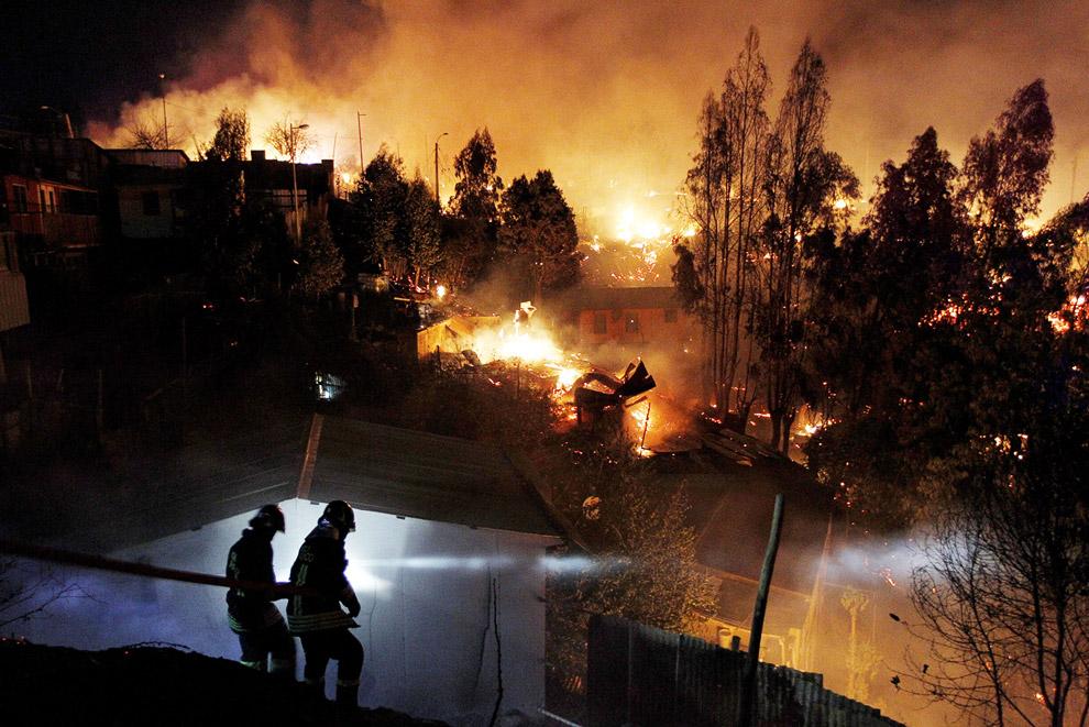 Дома выгорают целыми кварталами