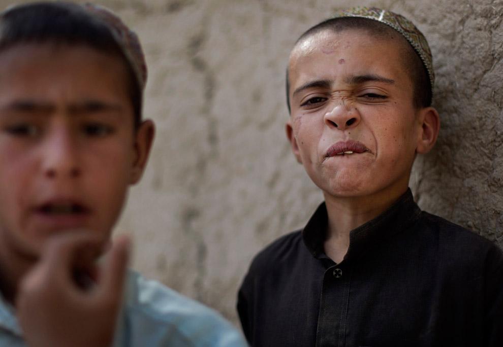 Афганские мальчишки в районе Панджваи