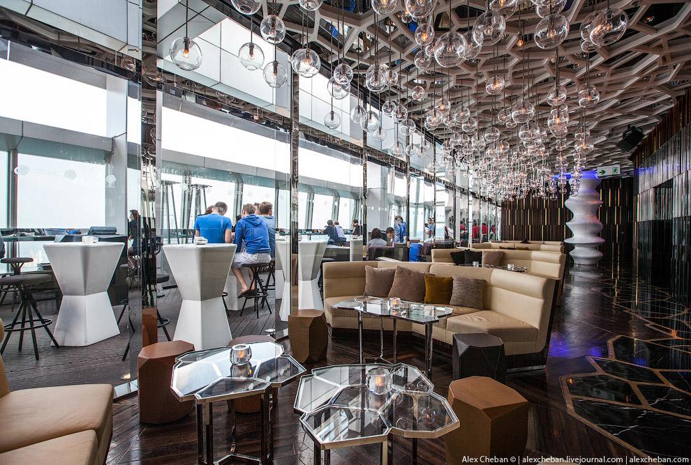 Самый высотный в мире бар