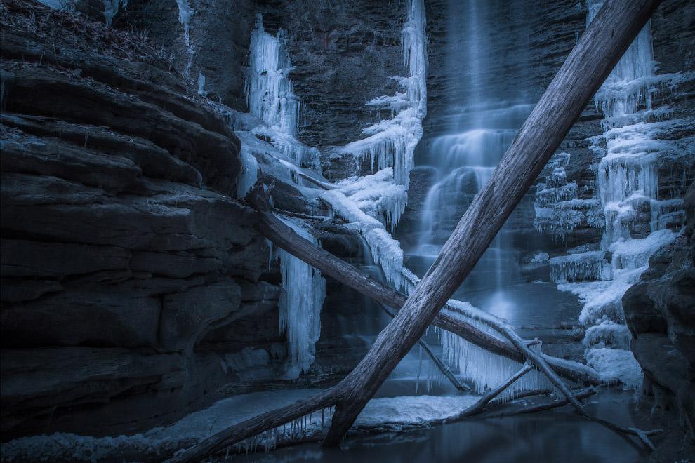 Ледяная пещера в государственном парке Матиссена