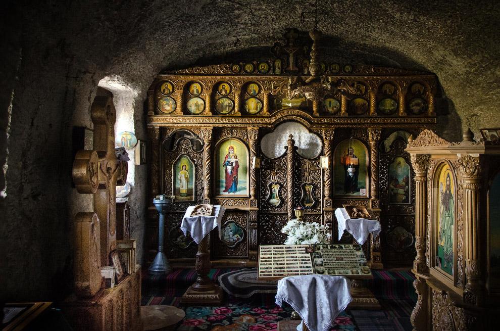 Пещерный монастырь находится в Молдове