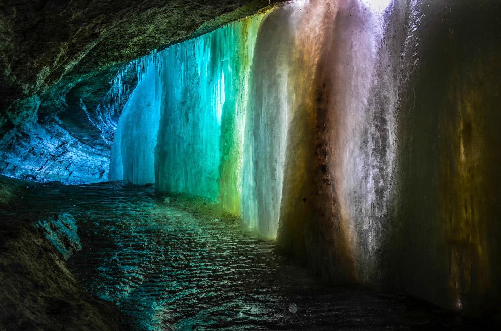 Радужная пещера и замерзший водопад в Миннеаполисе