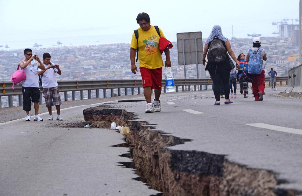 Общее число эвакуированных в связи с сильным землетрясением и цунами на тихоокеанском побережье Чили составило 1 млн человек