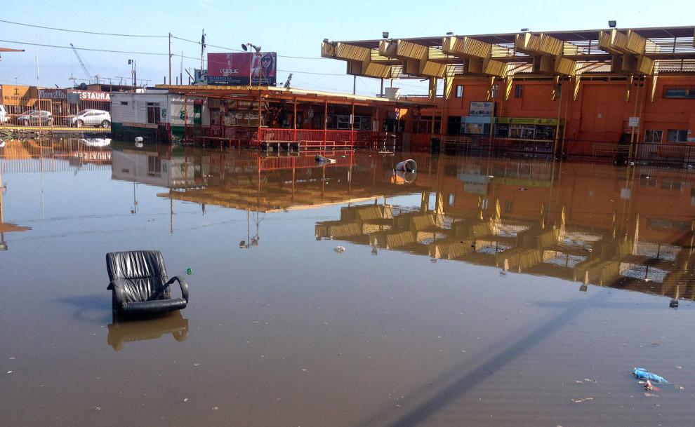 Затопленные районы мосле небольшого цунами