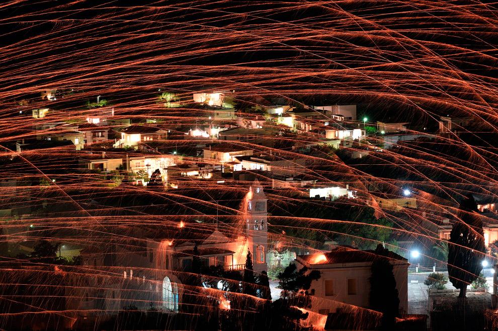Так выглядит на Пасху поле битвы — греческий город Вронтадос на острове Хиос