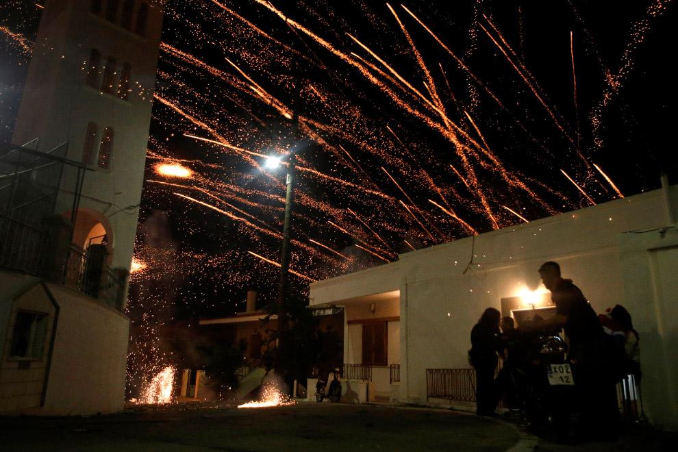 Во время фестиваля лучше на улицу не выходить, ведь неизвестно, куда прилетит самодельная ракета