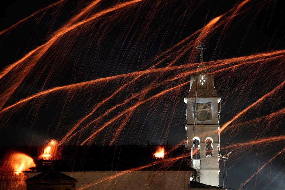 Колокольня и колокол церкви Panagia Erithian, в идеале туда должны лететь все ракеты конкурирующей церкви Agios Markos