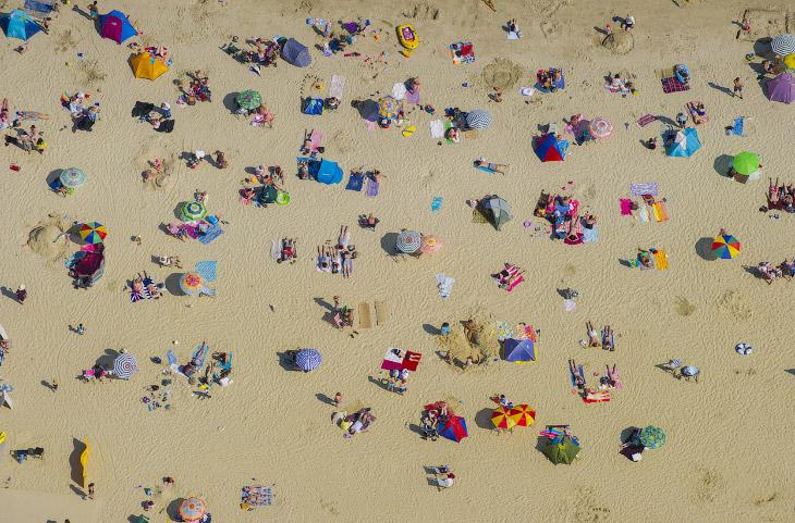 Пляж в городке Лайм-Реджис на западе графства Дорсет