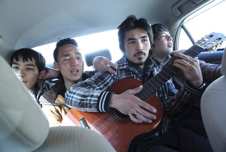 Афганская группа Танин. Возвращается в машине с прямого эфира