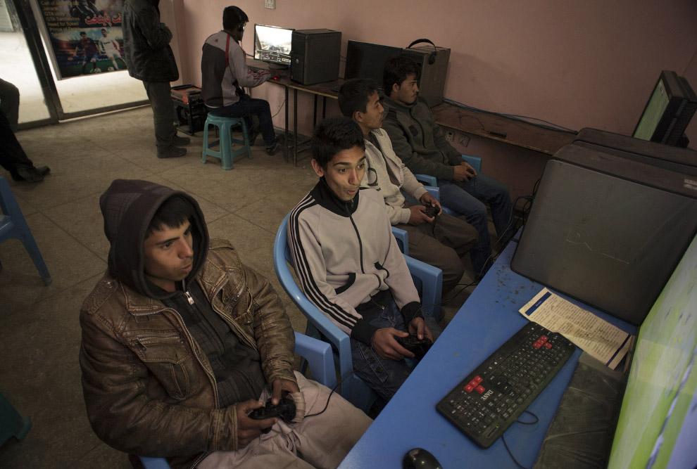 Игровой салон на рынке в Кабуле