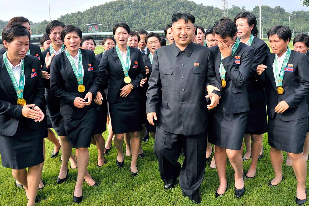 Члены женской национальной сборной по футболу забросили спорт на время визита лидера страны