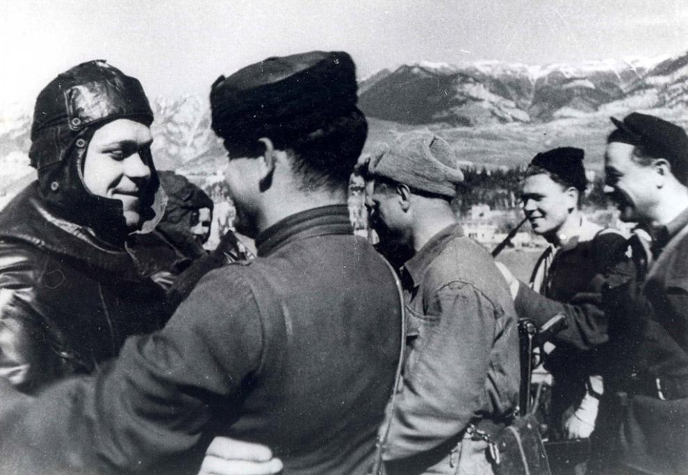 Встреча советских партизан в освобожденной Ялте