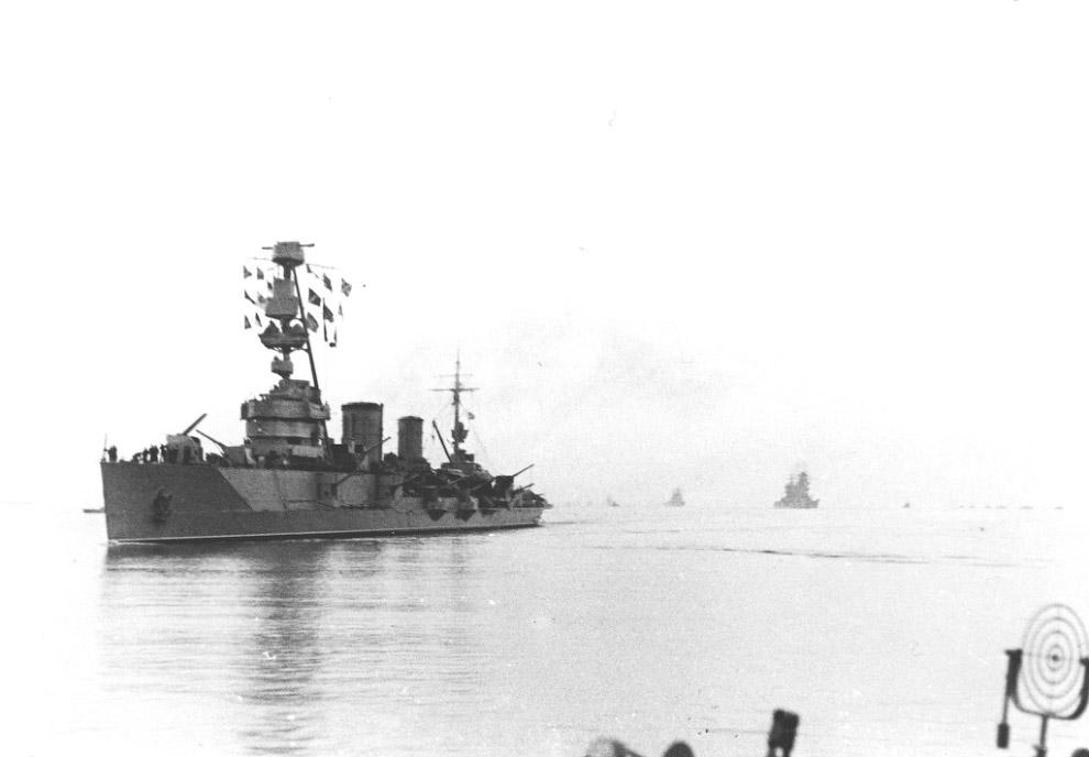 Черноморская эскадра возвращается в освобожденный Севастополь