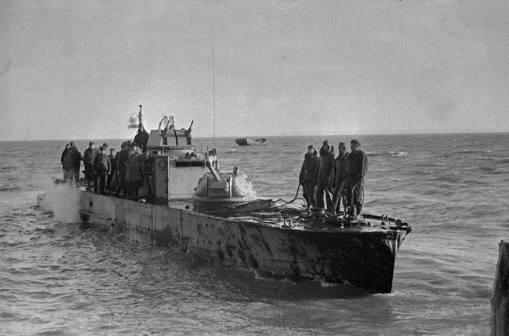 Бронекатер Азовской военной флотилии в Керченском проливе. Керченско-Эльтингенская десантная операция