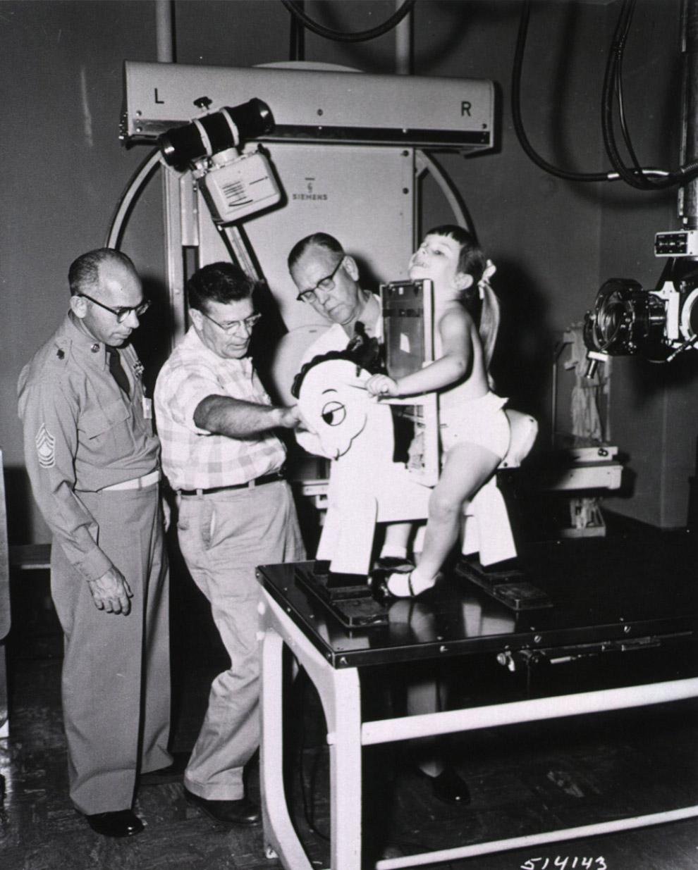 Рентгено-конь. Предназначен для рентгенографии грудной клетки детей
