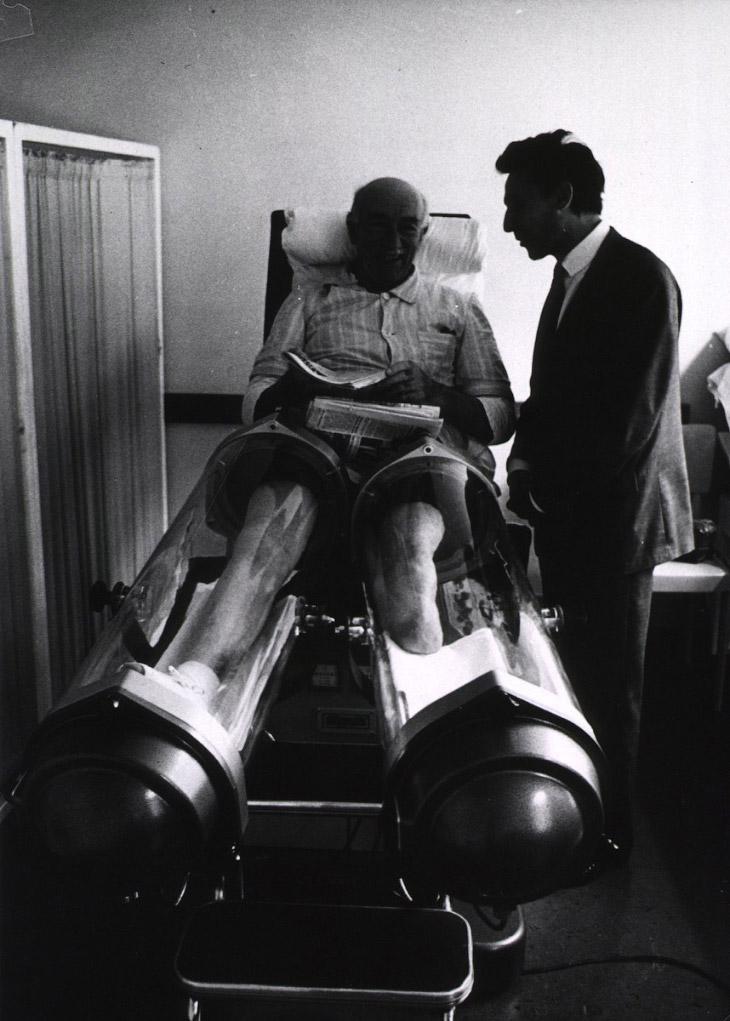 Странное устройство для стимулирования кровообращение в ногах