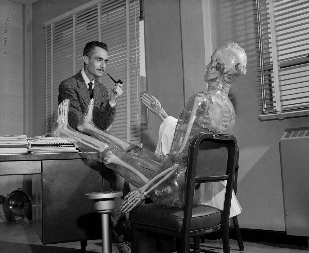 Еще одна фотография пластикового человечка, который использовался при измерении воздействия радиации на человека