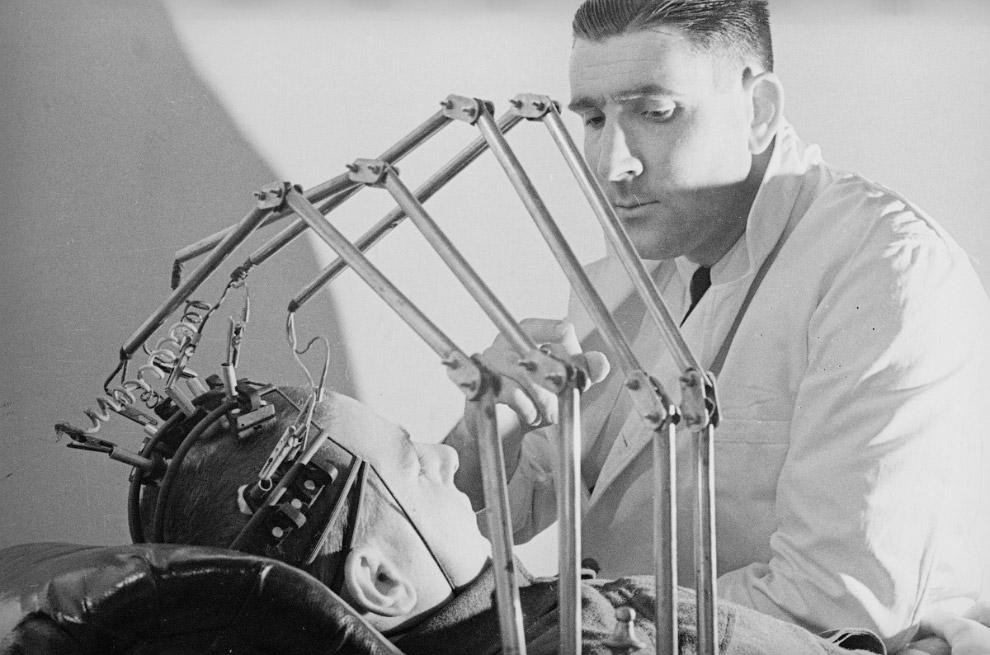 Древний электроэнцефалограф для измерения параметров головного мозга
