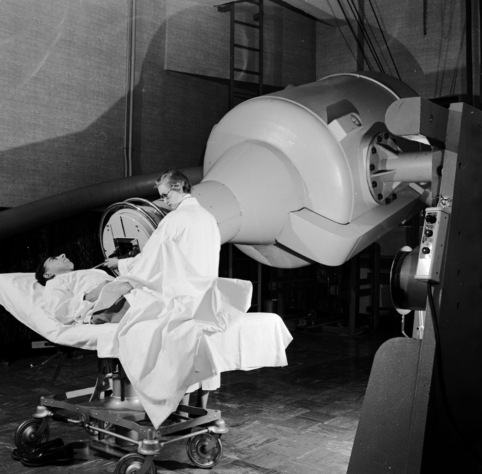 Странная вращающаяся, 2 млн. вольтовая машина для лечения рака