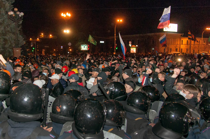 Сторонники федерализации штурмуют административные здания