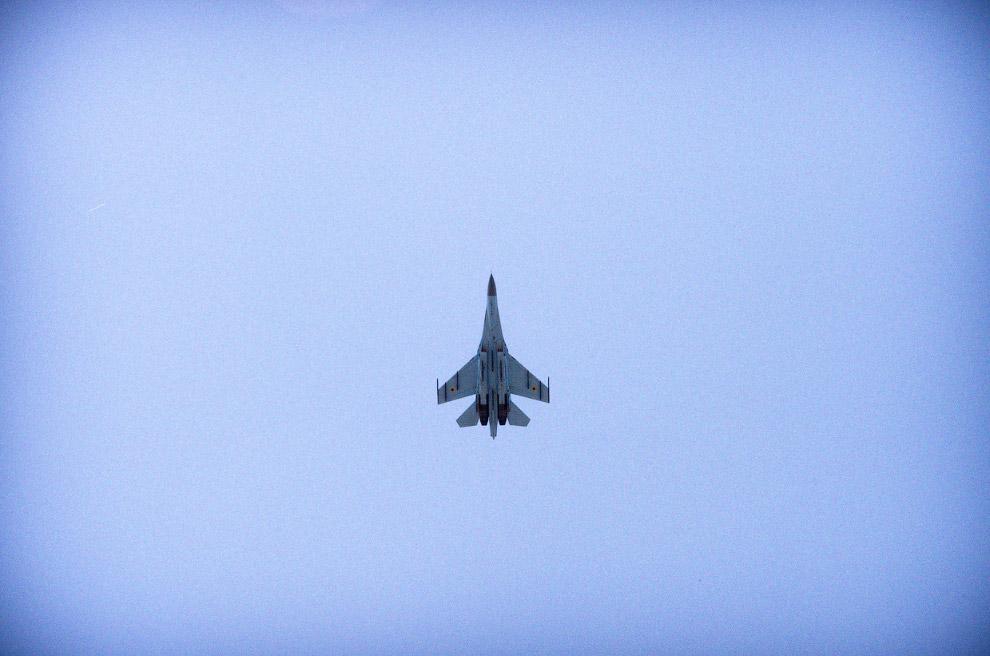 Истребитель ВВС Украины над Луганском