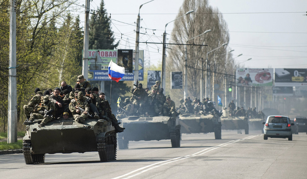 Колонна БМД с российским флагом, Краматорск