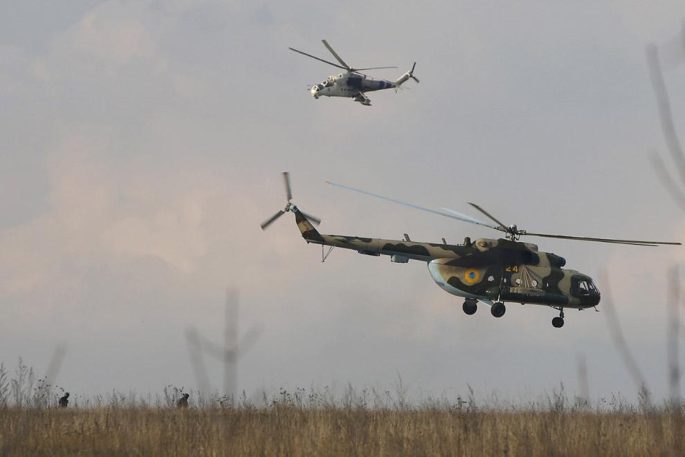 Украинские вертолеты доставили солдат в Краматорск на востоке Украины