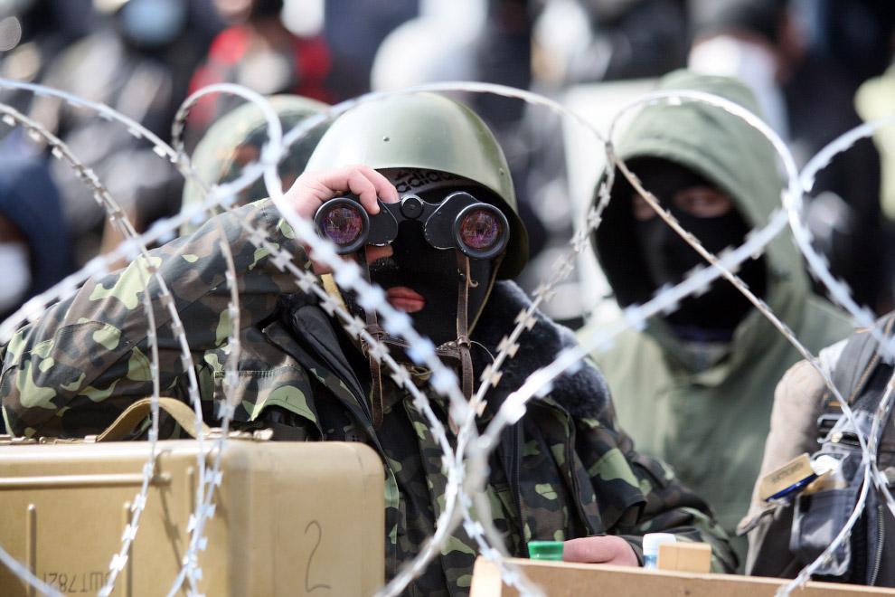 Баррикады у здания СБУ в Донецке