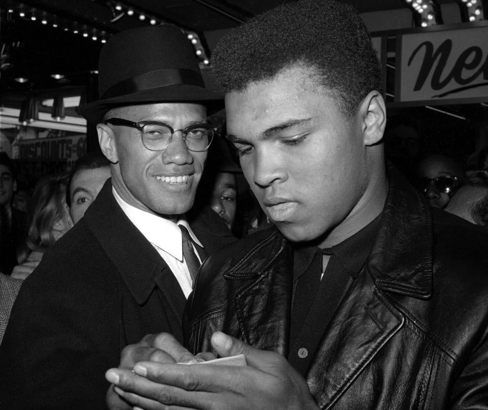 В 1964 году боксер Кассиус Клей взял другое имя — Мухаммед Али