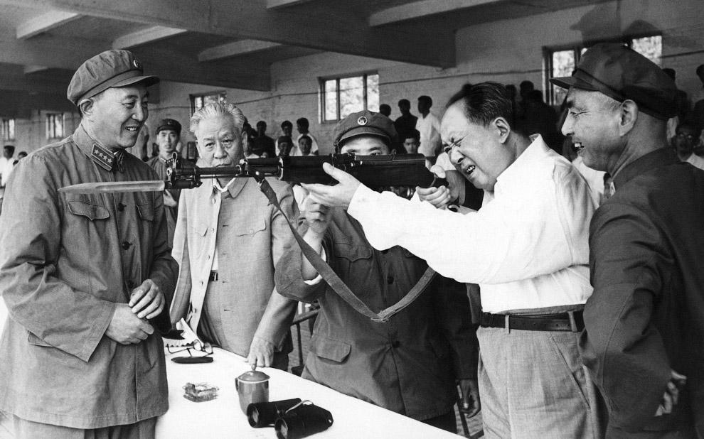Военная выставка в Пекине 1964 года и Мао Цзэдун