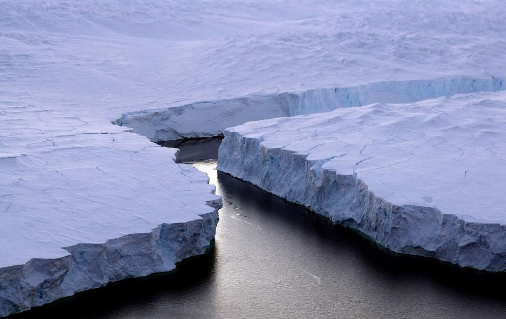 Огромный айсберг откололся от Берега Нокса