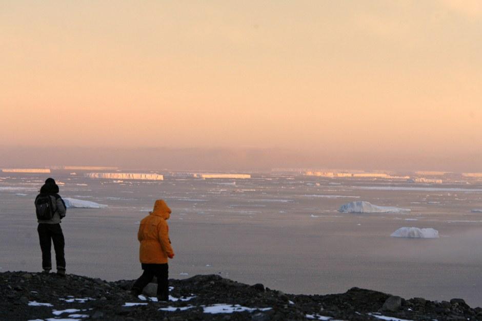 Окраинное море Уэ́дделла атлантического сектора Южного океана, у берегов Западной Антарктиды
