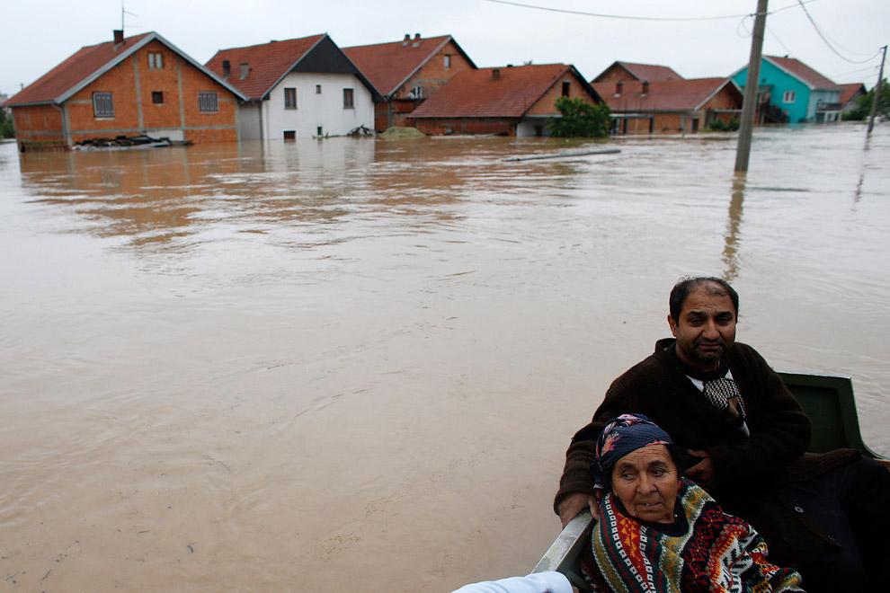 Тысячи жилых домов уничтожены или повреждены, значительный ущерб нанесен сельскому хозяйству