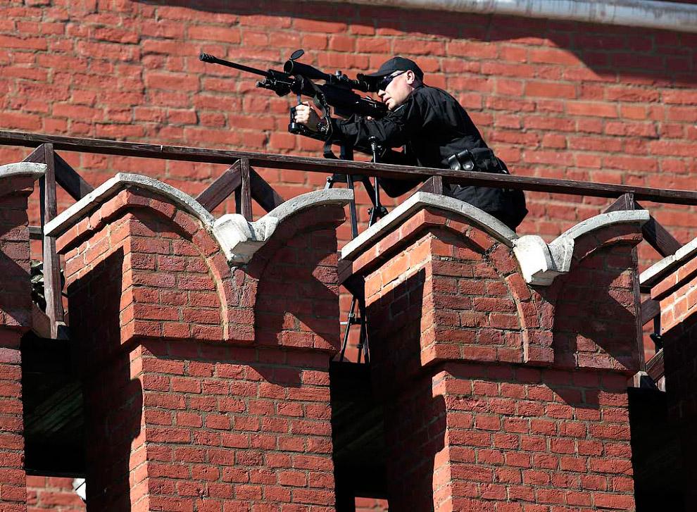Снайперы на Кремлевской стене